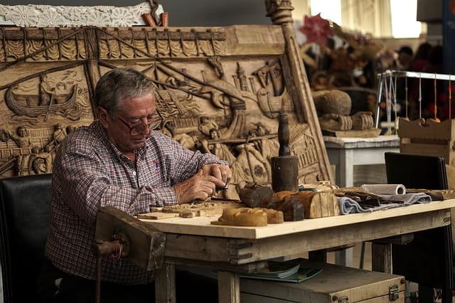 Какие профессии востребованы для пожилых людей