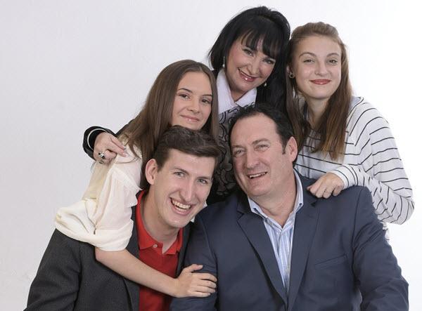 https://pixabay.com/photos/family-portrait-smiling-people-1888619/