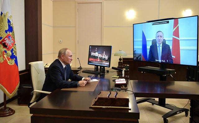 Владимир Путин предложил произвести единовременную выплату в размере 50 тыс. рублей блокадникам и награжденным за оборону Ленинграда